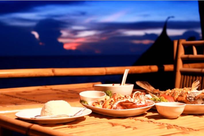 帕里小屋度假村(Paree Hut Resort)提供的晚餐