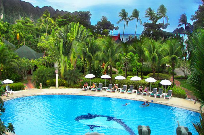 甲米度假酒店的泳池景观