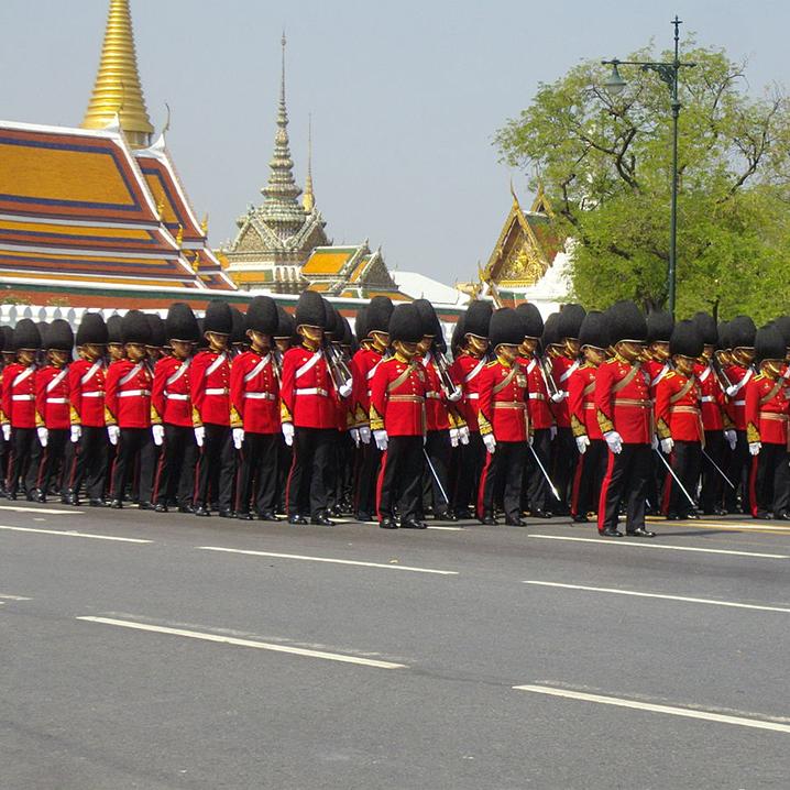 泰国拉玛九世王世纪葬礼仪式正在举行,现场民众悲恸欲绝
