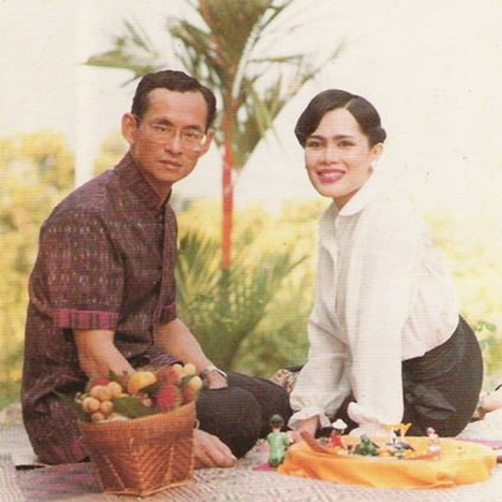 泰国普密蓬国王和诗丽吉王后的浪漫爱情故事
