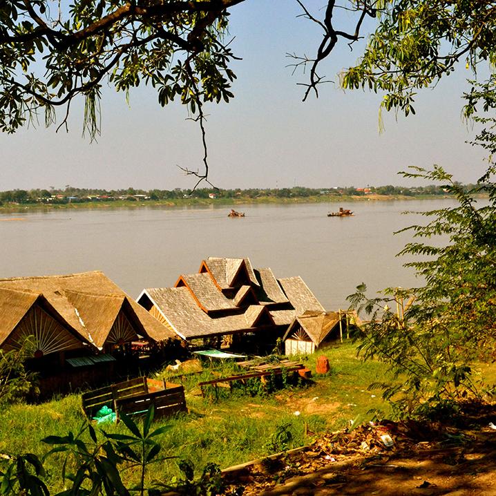 泰国莫拉限府,湄公河旁的自然风光
