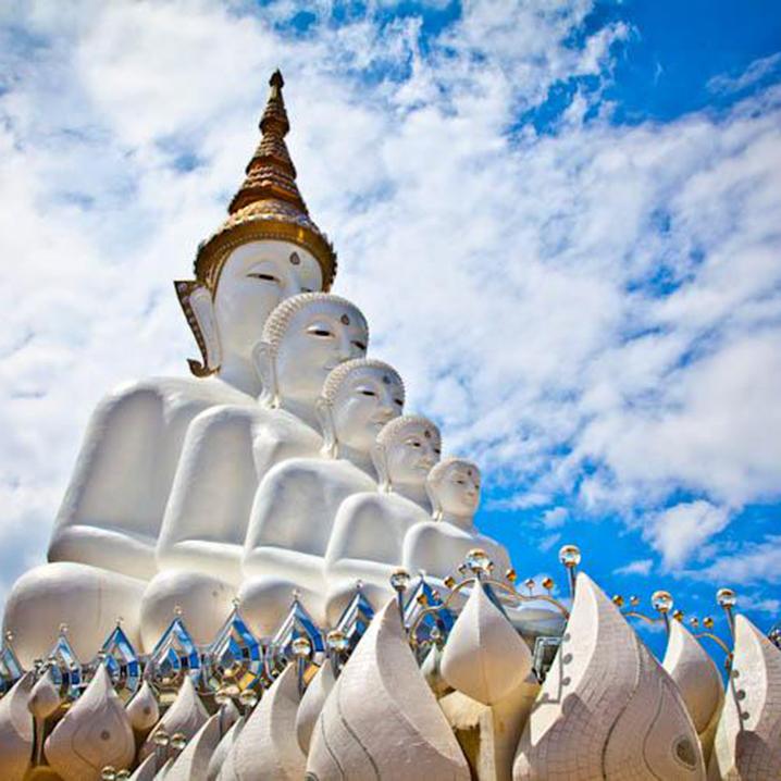泰国最美坐佛寺Wat Pha Sorn Kaew,碧差汶府玻璃悬崖边的寺庙