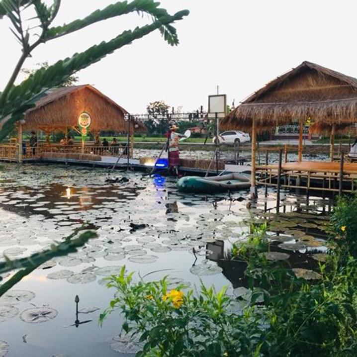 罗勇府Sai Lom Chom Bua市场,藏着你童稚时的市井味道