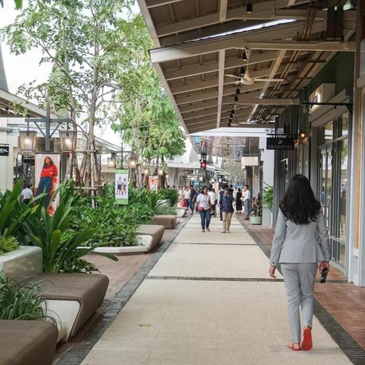 曼谷首家奥特莱斯(Central Village),120买兰蔻口红