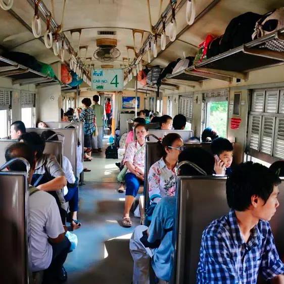 坐着火车漫游泰国夜功府,周末逛吃约起来!