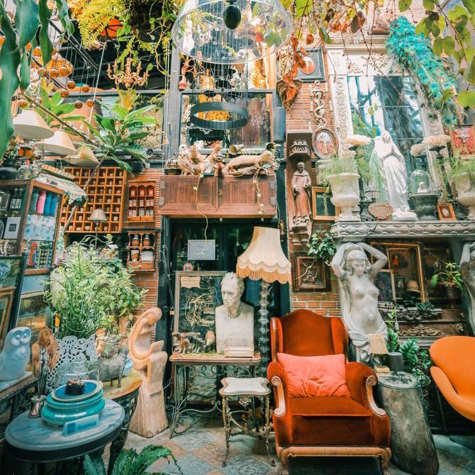 又在曼谷找到了一家超赞的咖啡馆,店内装潢堪比博物馆